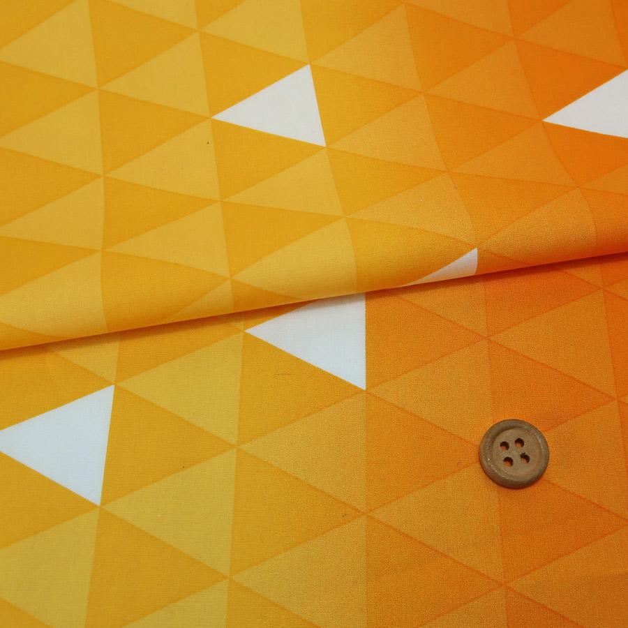 鬼滅の刃柄生地ランキング3位コットン生地 大きな三角うろこ文(黄色/オレンジ)