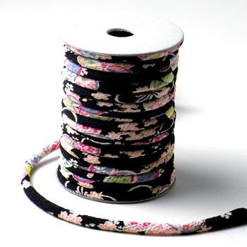 ちりめん丸ひも・柄・3ミリ(実寸約4ミリ) 小桜・黒
