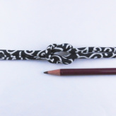 ちりめん丸ひも・小紋調柄・4ミリ(実寸約5-6ミリ) 唐草・紺