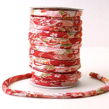 ちりめん丸ひも・柄・7ミリ(実寸約7-8ミリ) 四季花・赤