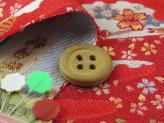 金らん・霞に雪輪と小桜(赤)