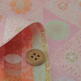 金襴生地(金らん) 唐草三角に八重桜(ピンク)