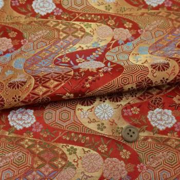 金襴生地(金らん) 花と伝統柄の金波模様(赤)