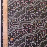金襴生地(金らん) 二本流水に小桜(黒/ピンク)