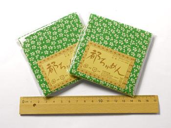 ちりめんカットクロス・小桜(緑)23×33cm