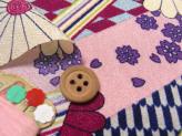 手捺染ポリちりめん・斜め市松に花(ピンク)